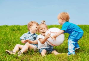 Детская жадность: причины и как бороться